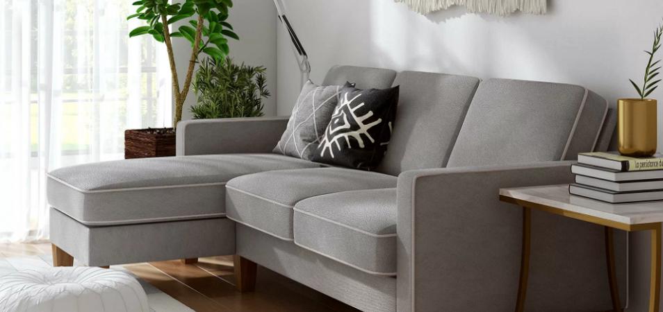 Как расположить диван в гостиной?