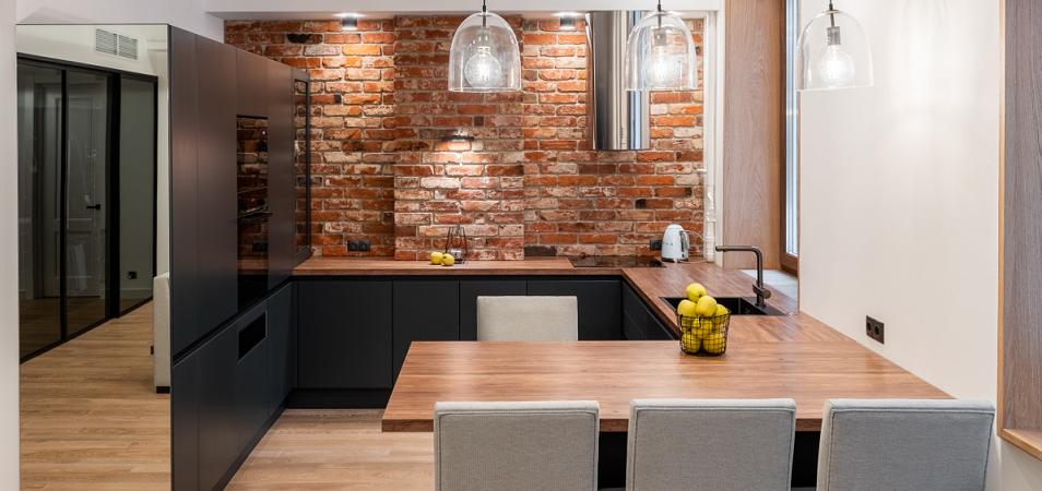 Кухня под кирпич: плюсы и минусы стилевого решения