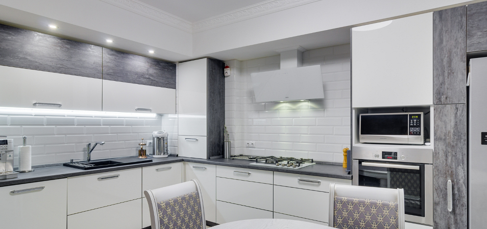 Кухня в серо-белых тонах: оформляем с учетом всех правил дизайна