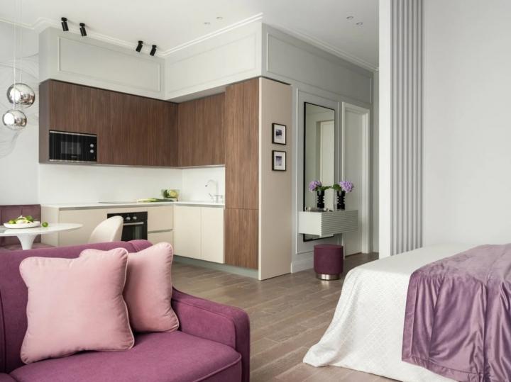 Интерьер квартиры в белых и фиолетовых тонах