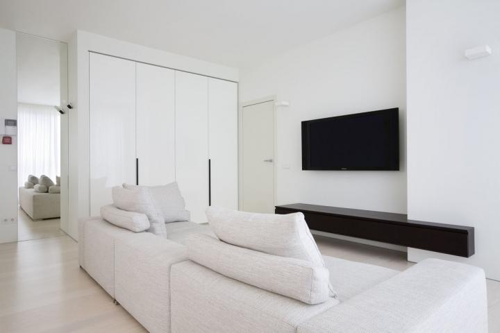 Белая гостиная в стиле минимализм