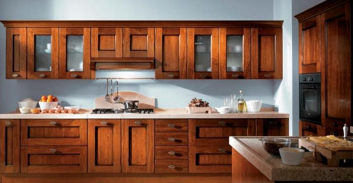 Деревянные фасады для кухни под лаком