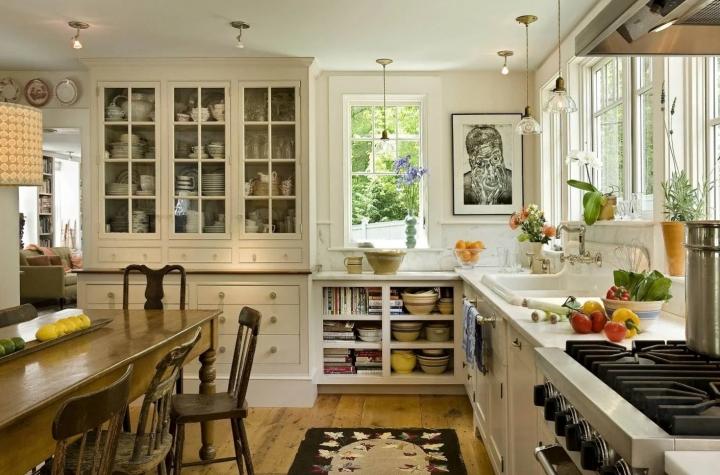Кухня в деревенском стиле в загородном доме